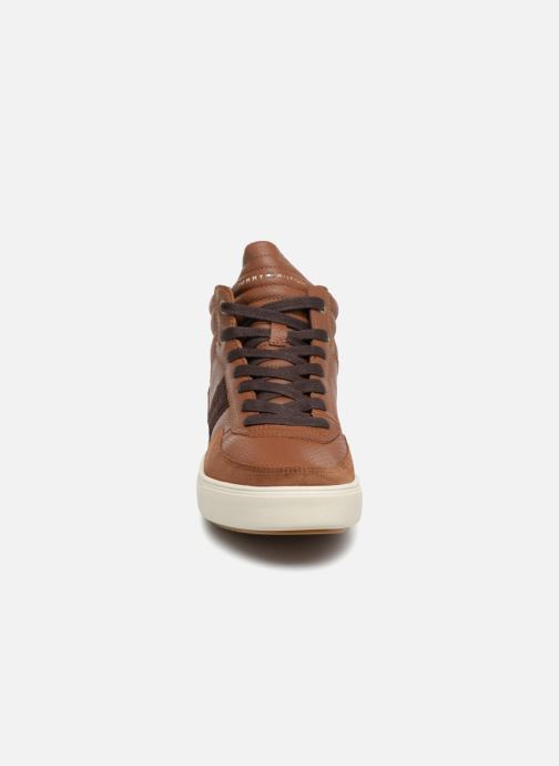 Baskets Tommy Hilfiger LIGHTWEIGHT MATERIAL MIX MID CUT Marron vue portées chaussures