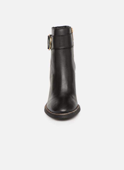 Stiefeletten & Boots Tommy Hilfiger OVERSIZED BUCKLE HEELED BOOT schwarz schuhe getragen