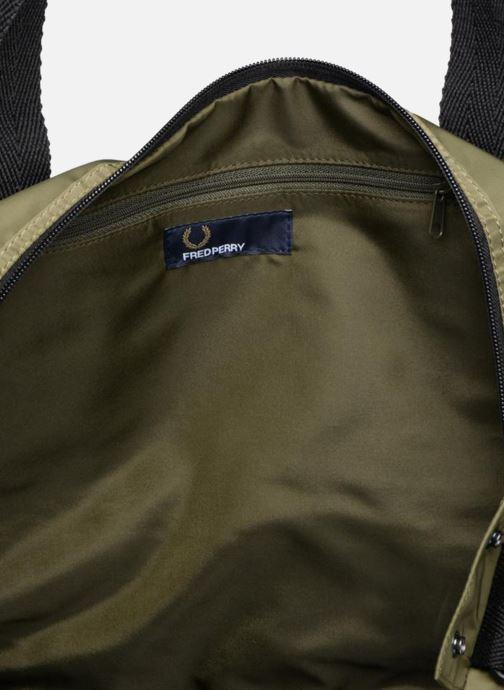 Sporttaschen Fred Perry Sports Nylon Barrel grün ansicht von hinten