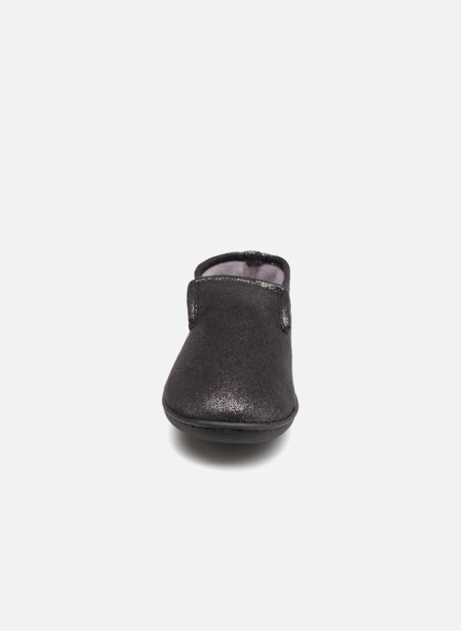 Slippers Isotoner Charentaise semelle ergonomqiue Black model view