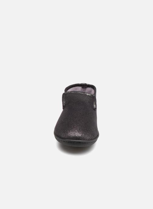 Pantuflas Isotoner Charentaise semelle ergonomqiue Negro vista del modelo