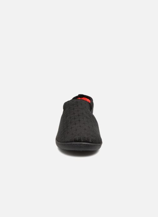 Chaussons Isotoner Charentaisse Velours texturé Noir vue portées chaussures