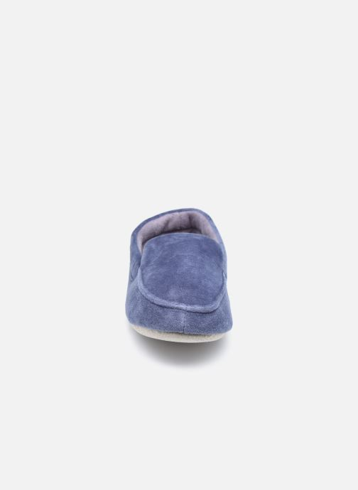 Pantuflas Isotoner Mocassin velours H Azul vista del modelo