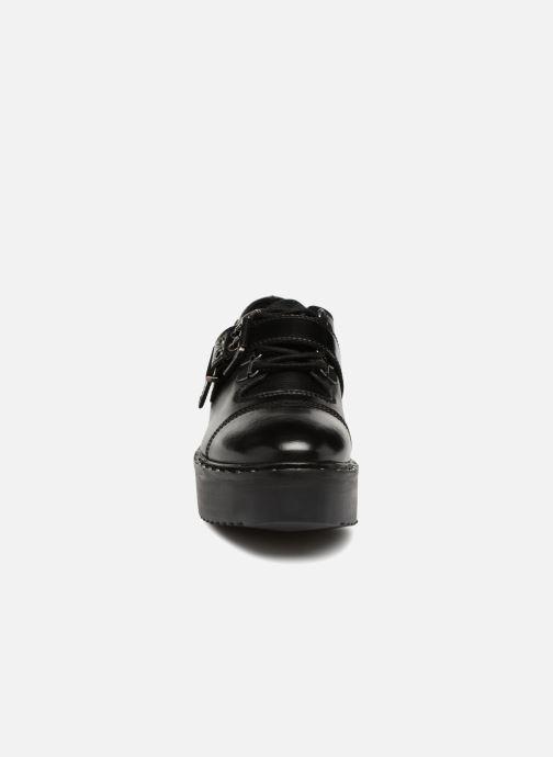 Scarpe con lacci Gioseppo 46256 Nero modello indossato