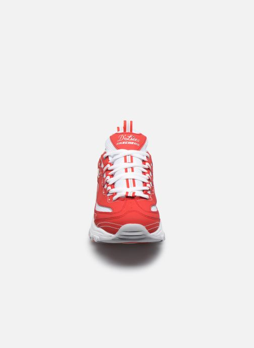 Sneakers Skechers D'Lites Rosso modello indossato