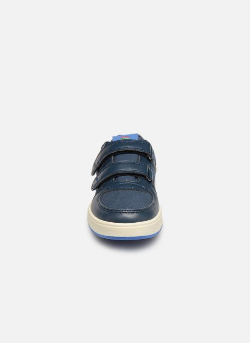 Sneakers Kickers Gready Low Cdt Azzurro modello indossato