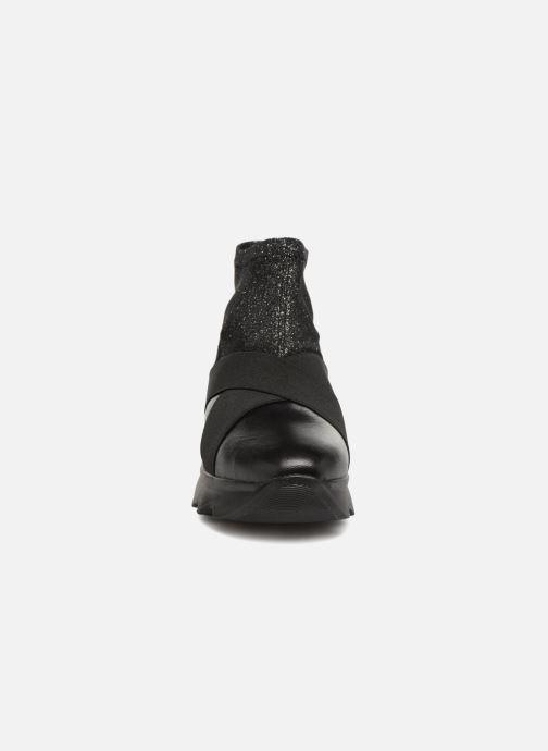 Sneakers Stonefly Spock 6 Nero modello indossato