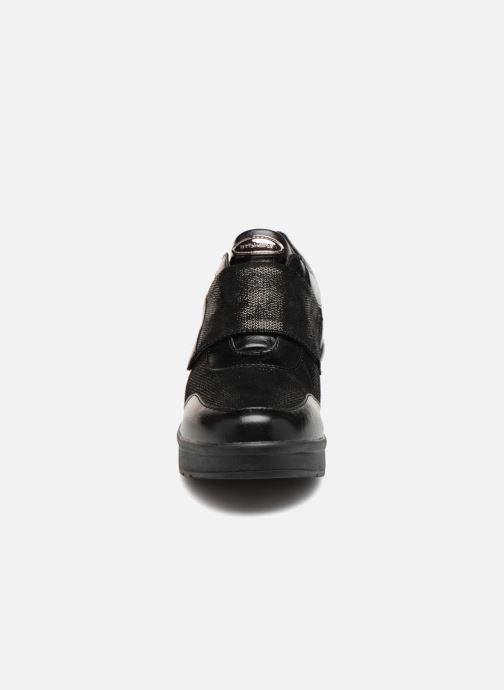 Baskets Stonefly Cream 10 Noir vue portées chaussures