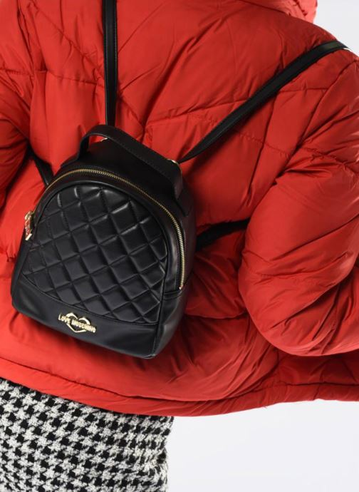 Rucksäcke Love Moschino Mini Super Quillted Backpack schwarz ansicht von unten / tasche getragen