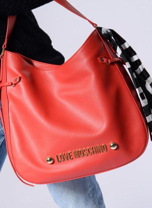 Handtaschen Love Moschino Lettering Hobo rot ansicht von unten / tasche getragen