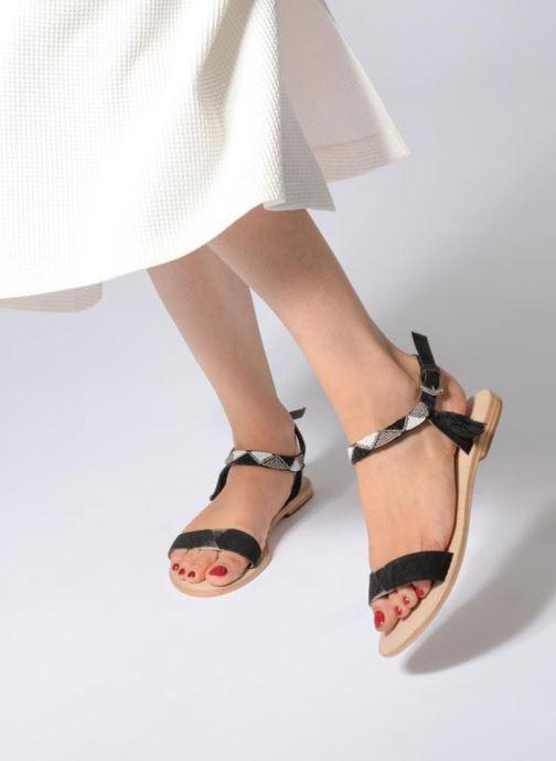 Sandales et nu-pieds Initiale Paris NEWTON Noir vue bas / vue portée sac