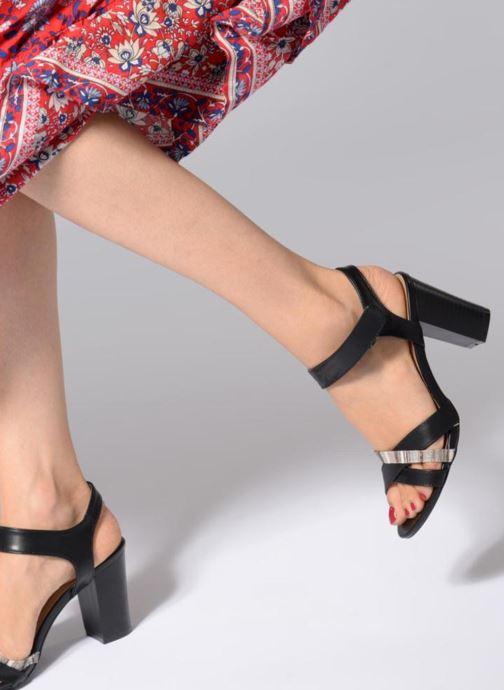 Sandales et nu-pieds Initiale Paris SCARLET Noir vue bas / vue portée sac