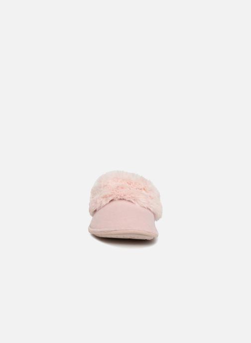 Pantuflas Crocs Classic Luxe Slipper Rosa vista del modelo