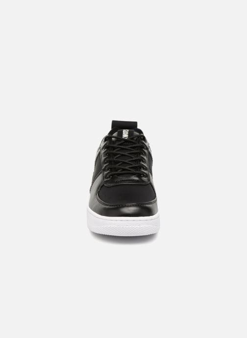 Sneakers Kwots MASTER Nero modello indossato