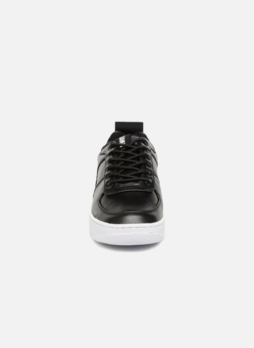 Sneakers Kwots MASTER FY Nero modello indossato
