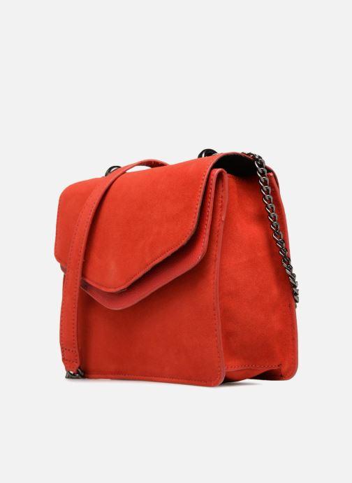 Borse Pieces Tahira Suede Crossbody Rosso modello indossato
