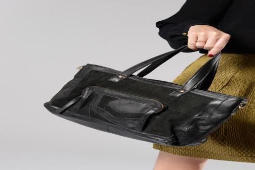 Handtaschen Pieces Krissa Leather Daily Bag schwarz ansicht von unten / tasche getragen