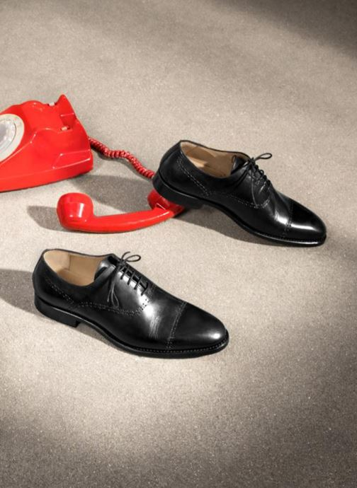 Chaussures à lacets Marvin&Co Luxe Clenson - Cousu Goodyear Noir vue bas / vue portée sac