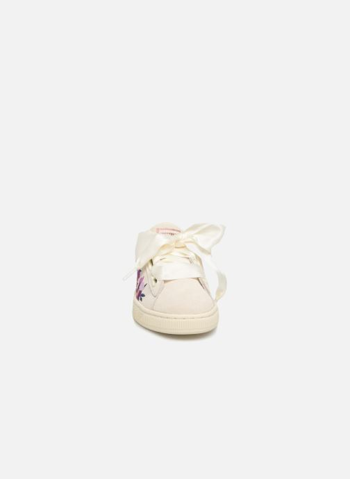 Baskets Puma Suede Heart Flowery Blanc vue portées chaussures