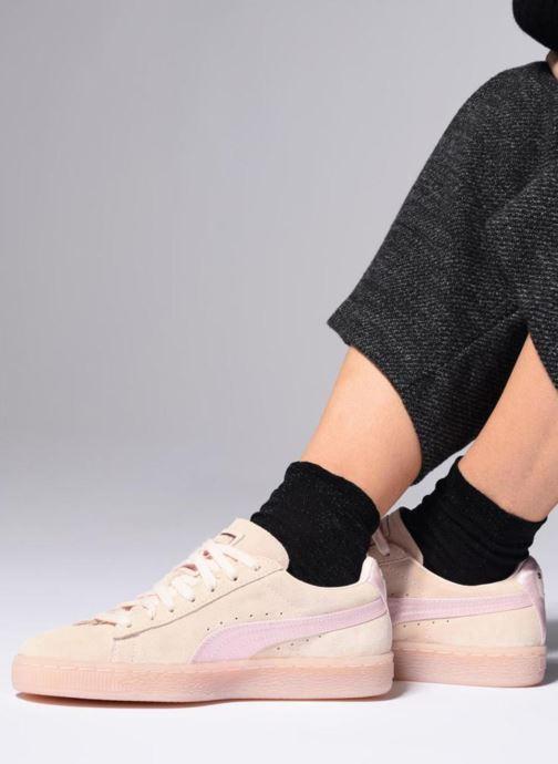 Sneaker Puma Suede Classic Satin rosa ansicht von unten / tasche getragen