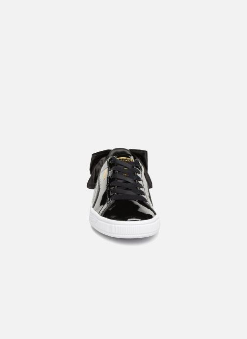 Sneakers Puma Basket Bow Patent Nero modello indossato