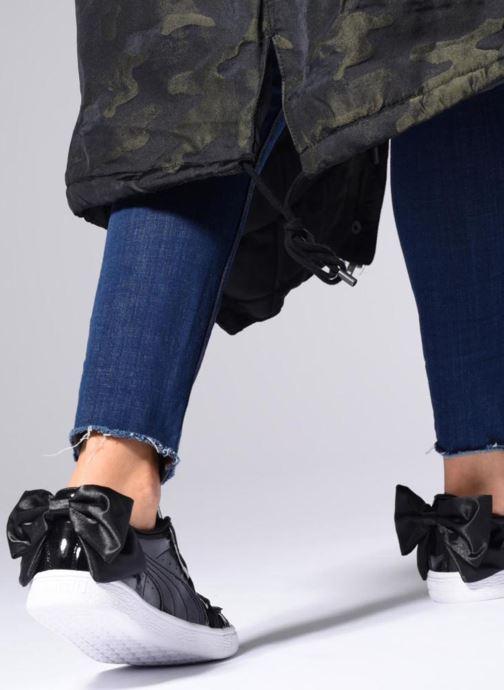 Sneaker Puma Basket Bow Patent weiß ansicht von unten / tasche getragen