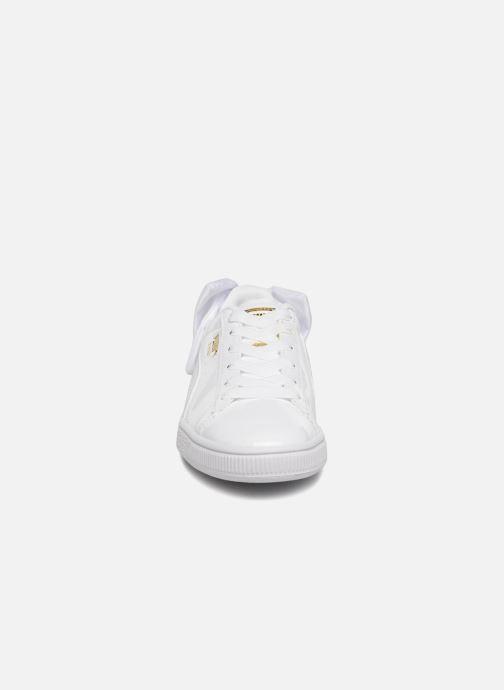 Sneakers Puma Basket Bow Patent Bianco modello indossato