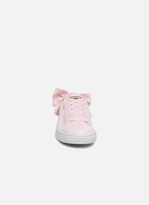 Baskets Puma Basket Bow Patent Rose vue portées chaussures