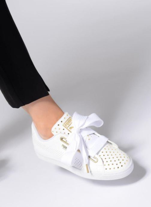Sneaker Puma Suede Heart Ath Lux weiß ansicht von unten / tasche getragen