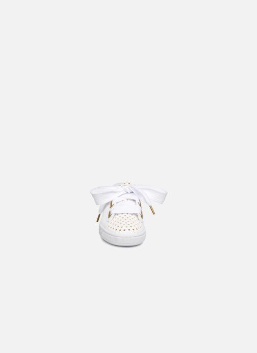 Sneakers Puma Suede Heart Ath Lux Bianco modello indossato
