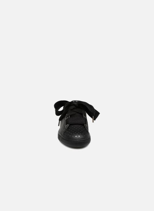 Sneakers Puma Suede Heart Ath Lux Nero modello indossato