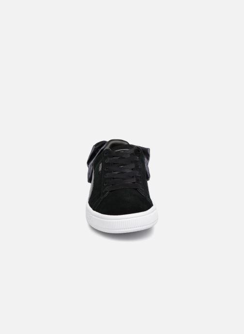 Sneakers Puma Basket Bow Satin Nero modello indossato