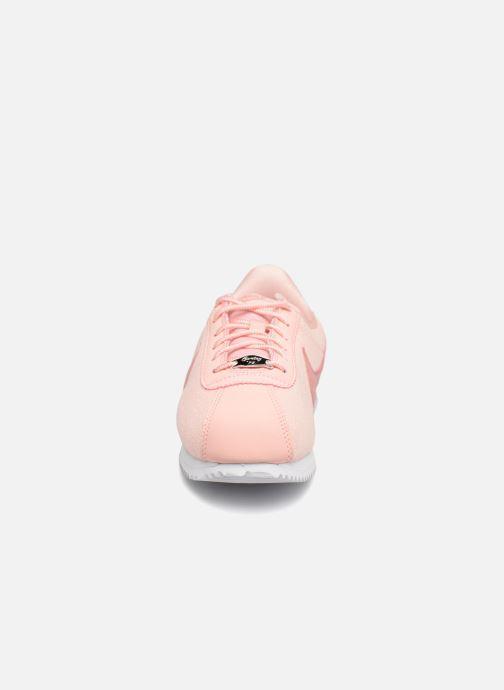 Sneakers Nike Cortez Basic Txt Se (GS) Rosa modello indossato