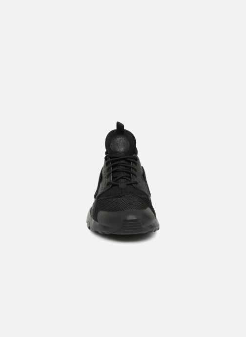 Sneaker Nike Air Huarache Run Ultra (GS) schwarz schuhe getragen