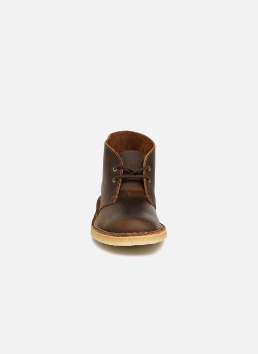 Stivaletti e tronchetti Clarks Originals Desert Boot Marrone modello indossato