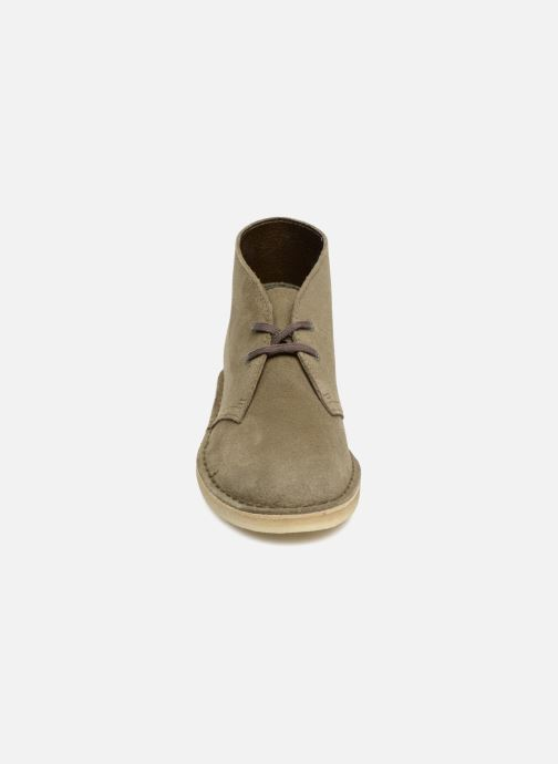 Bottines et boots Clarks Originals Desert Boot Vert vue portées chaussures