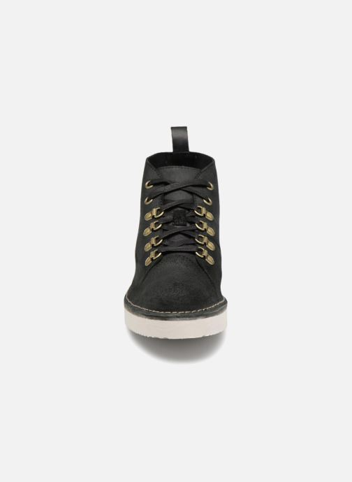 Sneakers Clarks Originals Nala Hike Nero modello indossato