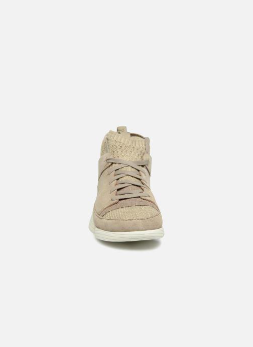 Sneakers Clarks Originals Trigenic Evo. Beige modello indossato