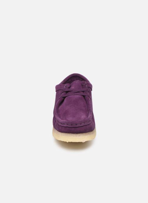 Chaussures à lacets Clarks Originals Wallabee. Violet vue portées chaussures