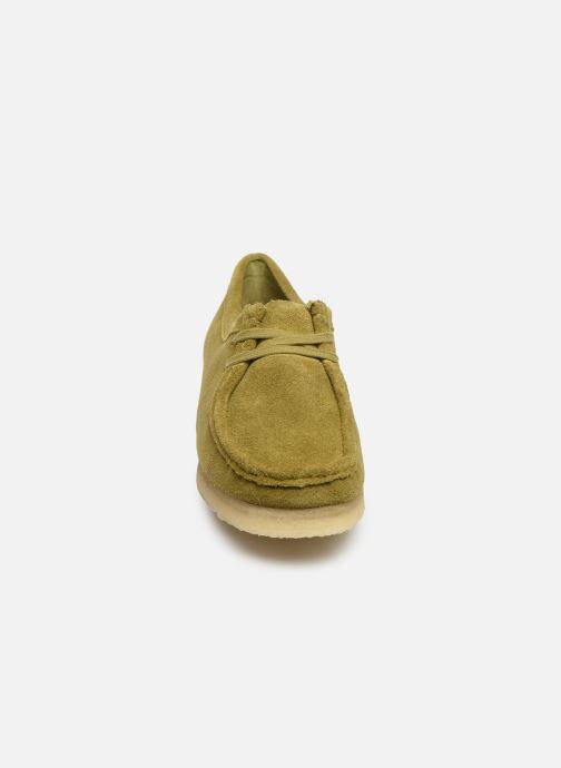 Chaussures à lacets Clarks Originals Wallabee. Vert vue portées chaussures
