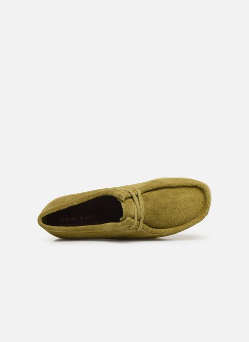 Chaussures à lacets Clarks Originals Wallabee. Vert vue gauche