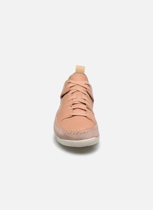 Sneakers Clarks Originals Trigenic Flex. Rosa modello indossato