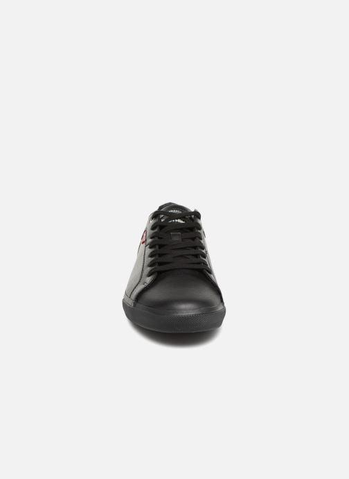 Baskets Levi's Woods 2 Noir vue portées chaussures
