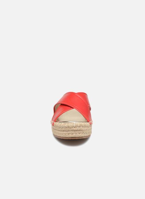 Mules et sabots Compania Fantastica Sandales compensées Satinash Rouge vue portées chaussures