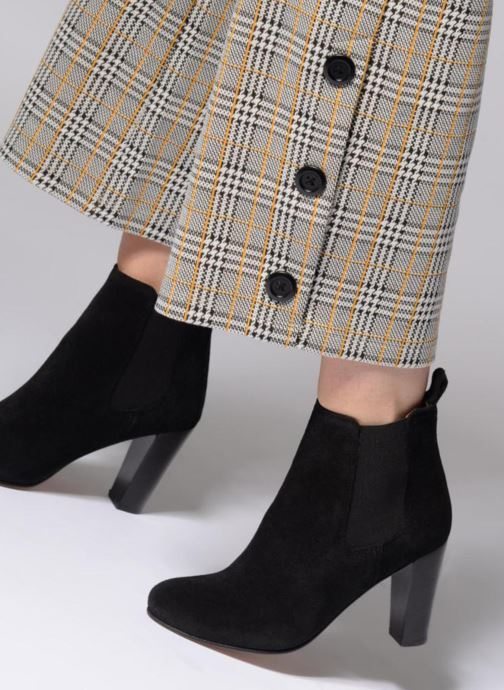 Ankle boots Anthology Paris CASSIE Black view from underneath / model view