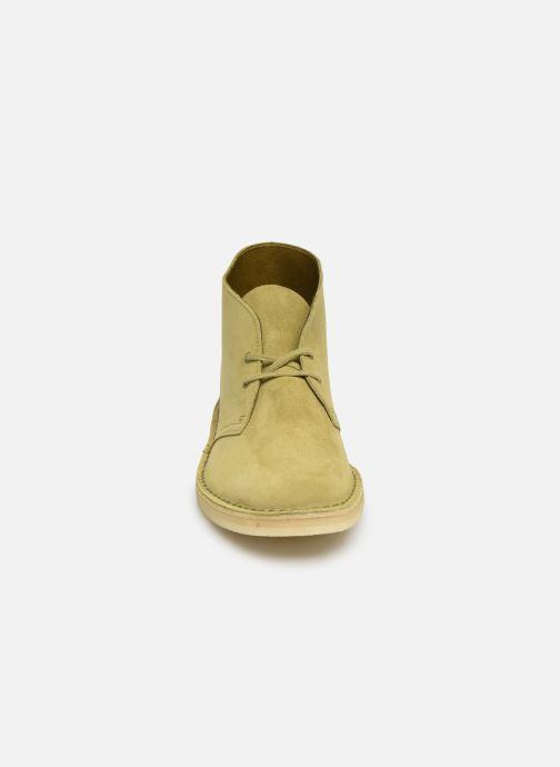 Stivaletti e tronchetti Clarks Originals Desert Boot M Verde modello indossato