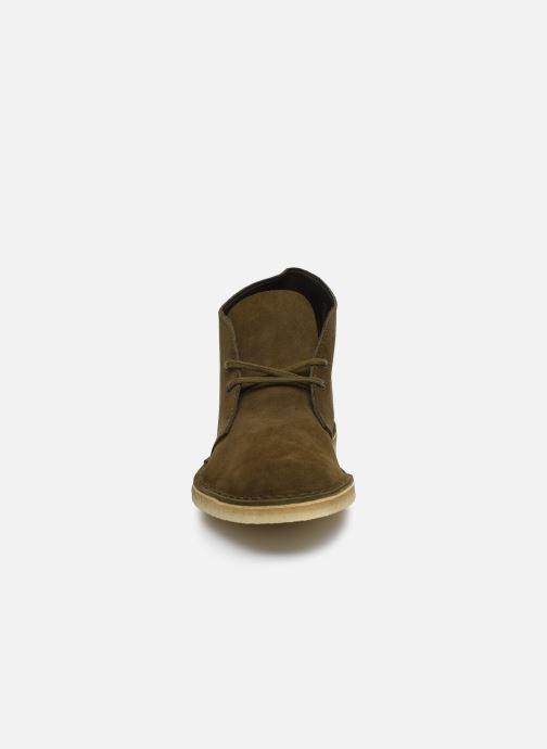 Bottines et boots Clarks Originals Desert Boot M Vert vue portées chaussures