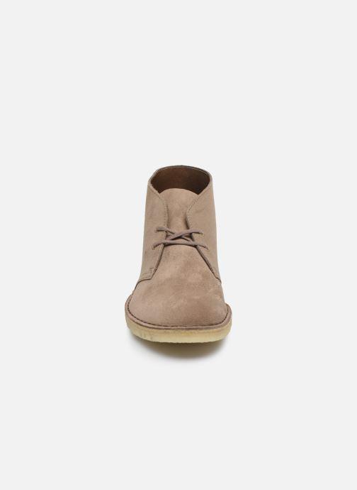 Bottines et boots Clarks Originals Desert Boot M Violet vue portées chaussures