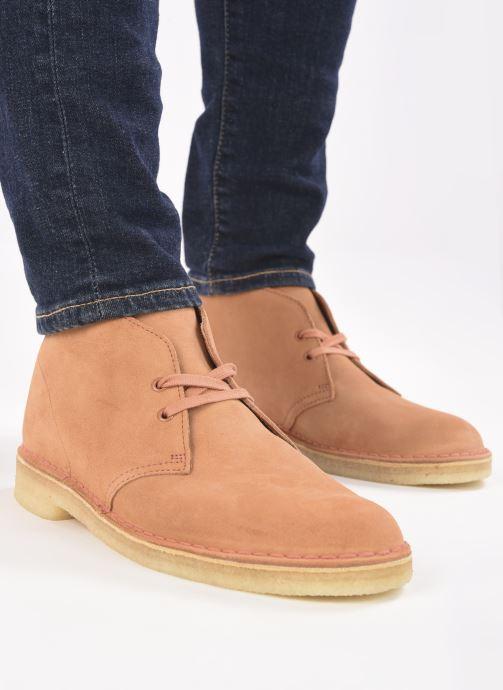 Stiefeletten & Boots Clarks Originals Desert Boot M orange ansicht von unten / tasche getragen