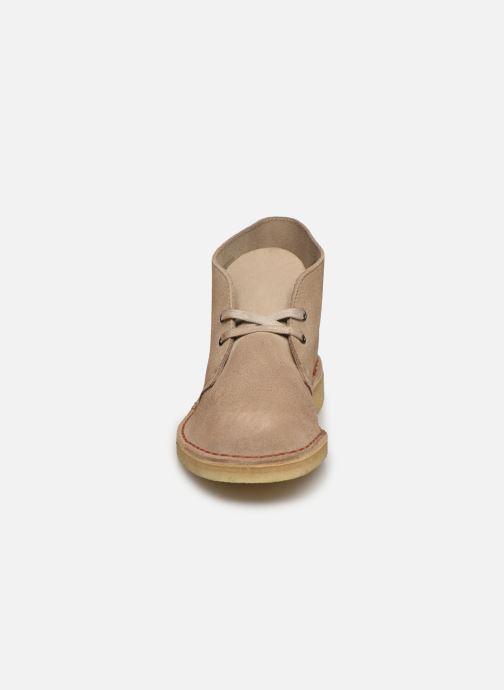 Bottines et boots Clarks Originals Desert Boot M Beige vue portées chaussures